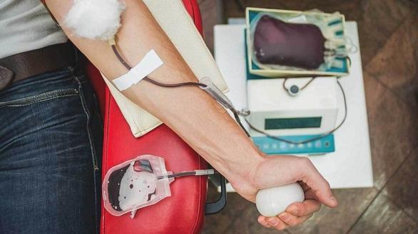 Tạo ra máu nhân tạo có thể truyền cho tất cả các nhóm máu - Ảnh 1.