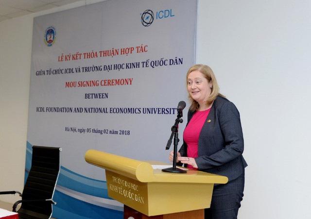 Bà Cáit Moran - Đại sứ đặc mệnh toàn quyền nước Cộng hòa Ai-len tại Việt Nam phát biểu tại buổi Lễ