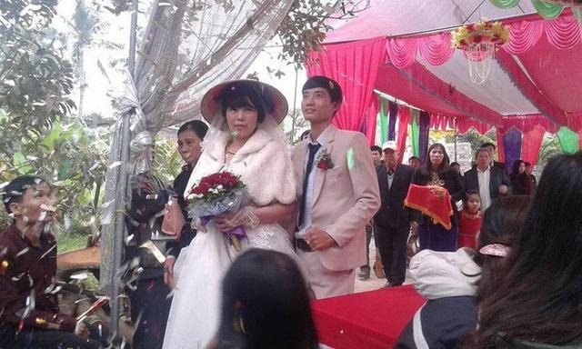 Cô dâu - chú rể trong đám cưới ở Thanh Hóa được dân mạng chú ý.