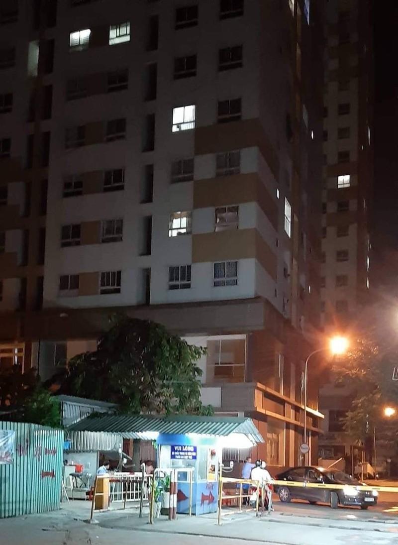 1 người nước ngoài rơi lầu chung cư tử vong ở quận 12 - ảnh 1