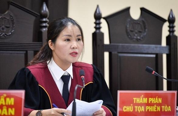 Chủ tọa phiên tòa gian lận thi ở Hà Giang: Nhờ xem điểm được nâng điểm là điều rất vô lý - Ảnh 1.