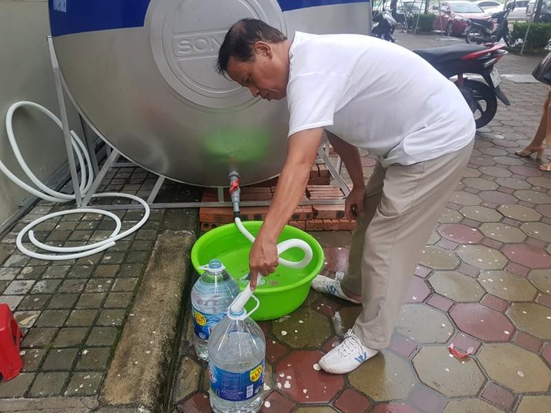 Ở chung cư, lên xuống chục lần mới lấy đủ nước dùng - ảnh 2