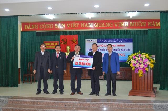 Thaco tặng 25 tỉ đồng ủng hộ người nghèo ăn tết - Ảnh 3.