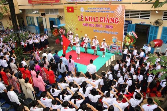 Doanh nghiệp bàn giao 1.000m2 đất mở rộng trường cho học trò Tân Bình - Ảnh 1.