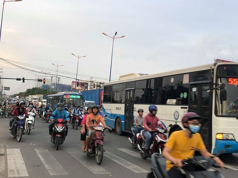 Chùm ảnh: 10 năm khổ vì dự án mở rộng Xa lộ Hà Nội - ảnh 1