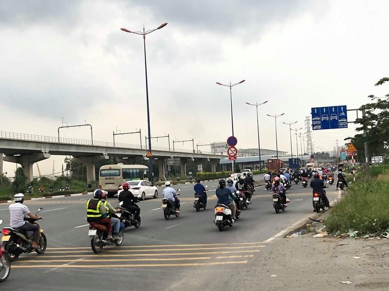 Chùm ảnh: 10 năm khổ vì dự án mở rộng Xa lộ Hà Nội - ảnh 2