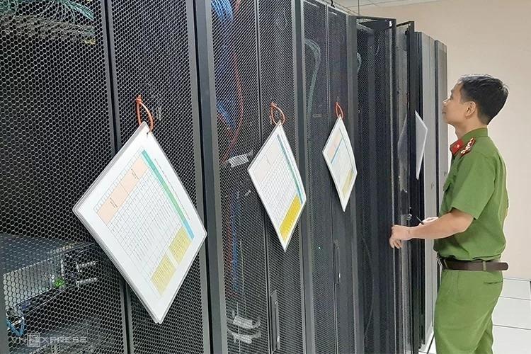 Hệ thống máy móc thiết bị ở Trung tâm dữ liệu quốc gia về dân cư tại Bộ Công an. Ảnh: Bá Đô