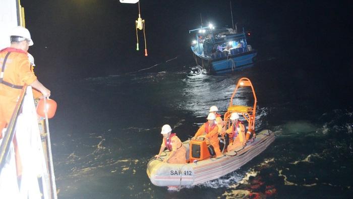 Một tháng 20 người chết, mất tích: Báo động tàu cá gặp nạn trên biển - Ảnh 1.