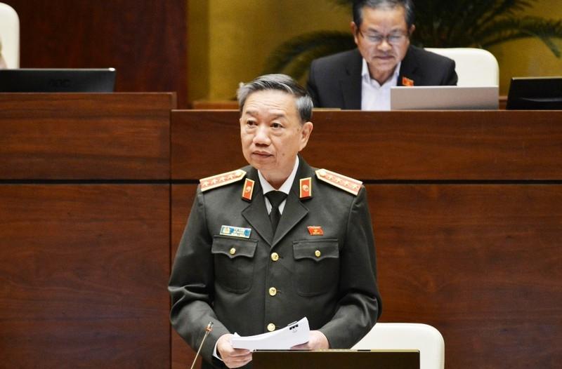 Bộ trưởng Tô Lâm: Bất cập quy định 'tương tự vũ khí quân dụng' - ảnh 1
