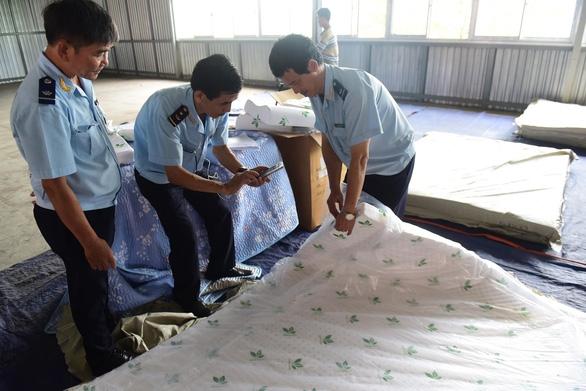 Thêm lô hàng nhập từ Trung Quốc ghi nhãn Made in Vietnam - Ảnh 3.