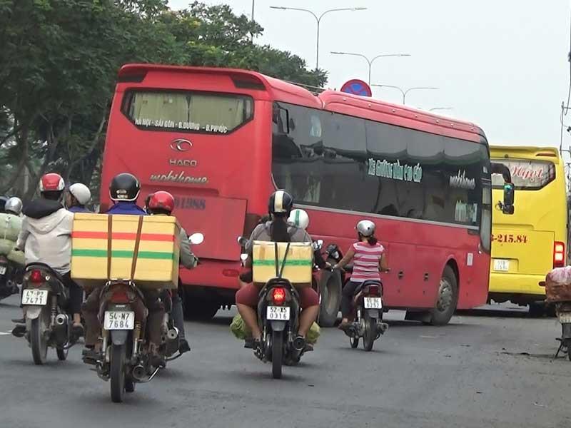 Xe khách đường dài tung hoành trên quốc lộ 1A - ảnh 1