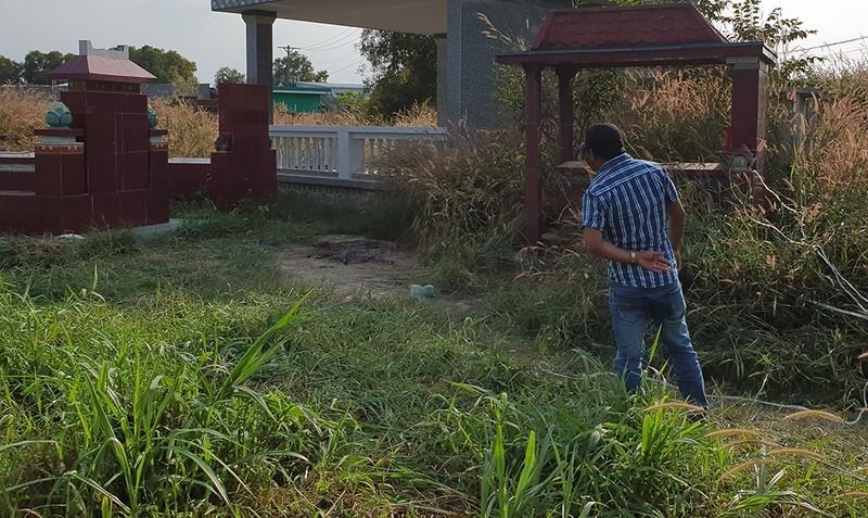 Nghi xương người bị đốt ở đồng mả tại huyện Củ Chi - ảnh 1