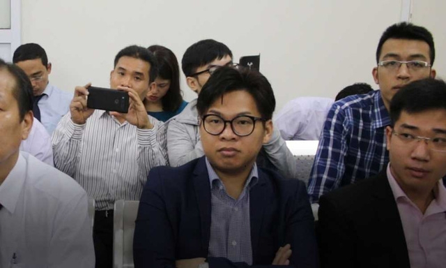 Đại diện cho Grab Taxi tham dự phiên toà