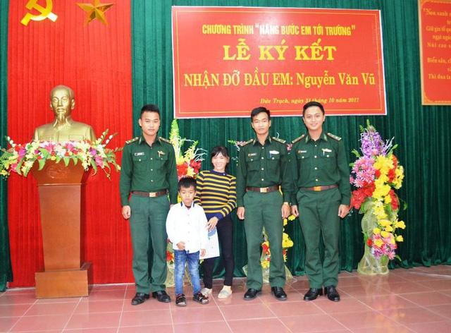 Em Nguyễn Văn Vũ, một trong số các em học sinh có hoàn cảnh đặc biệt khó khăn được Bộ chỉ huy Bộ đội Biên phòng Quảng Bình nhận làm người đỡ đầu