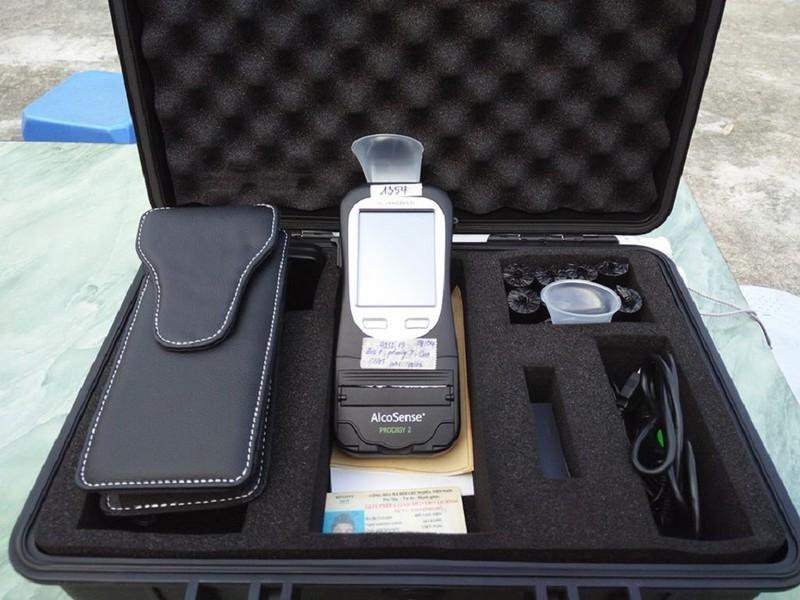CSGT kiểm tra ma túy của tài xế bằng nước bọt - ảnh 2