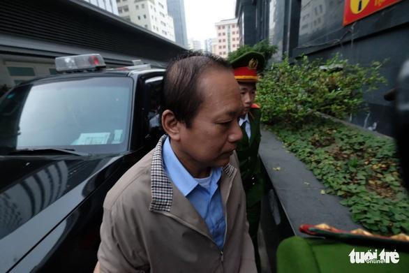 Vụ AVG: Tòa bác kiến nghị xử kín, Viện kiểm sát đang công bố cáo trạng - Ảnh 2.