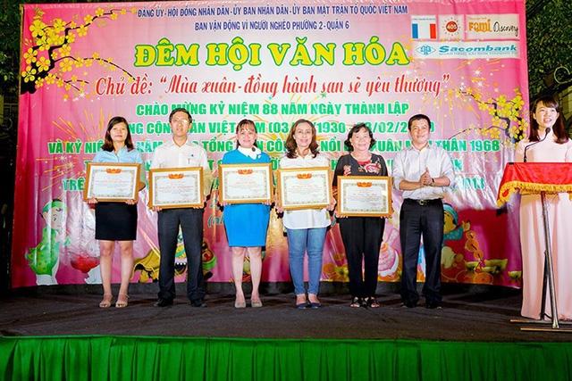 Nhựa Long Thành tặng quà Tết cho người nghèo quận 6, TP.HCM - Ảnh 1.