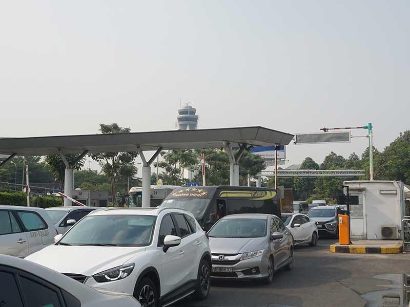 Thu phí vào sân bay: Lại phải chờ Thủ tướng - ảnh 1