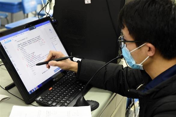 Dân công sở Trung Quốc vỡ mộng khi được làm việc tại nhà - Ảnh 1.