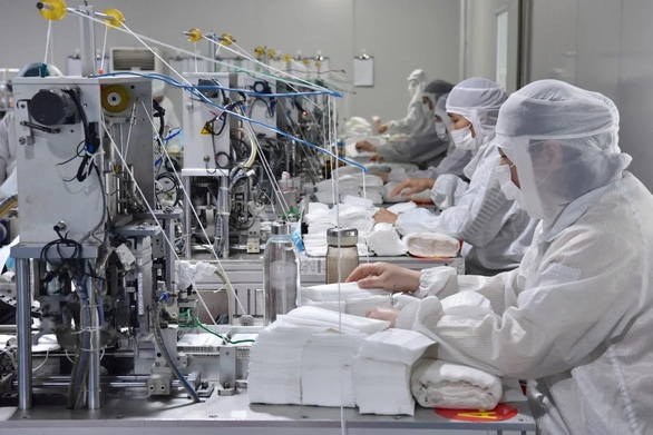 Dân Trung Quốc ngại quay lại làm việc dù thiếu hàng chống dịch virus corona - Ảnh 2.
