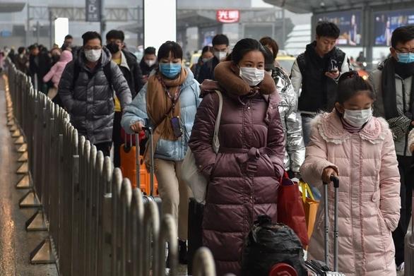 Dân Trung Quốc ngại quay lại làm việc dù thiếu hàng chống dịch virus corona - Ảnh 3.