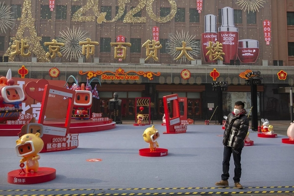 Dân Trung Quốc ngại quay lại làm việc dù thiếu hàng chống dịch virus corona - Ảnh 4.