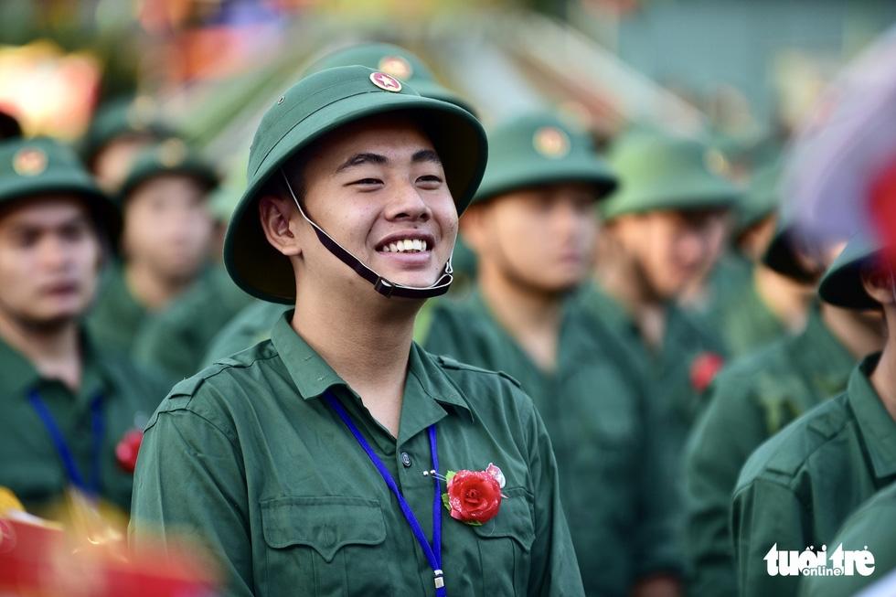 Hơn 4.000 thanh niên TP.HCM lên đường tòng quân - Ảnh 1.
