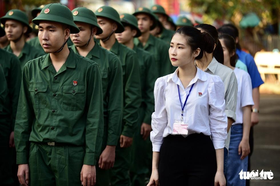 Hơn 4.000 thanh niên TP.HCM lên đường tòng quân - Ảnh 2.