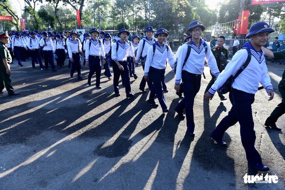 Hơn 4.000 thanh niên TP.HCM lên đường tòng quân - Ảnh 8.