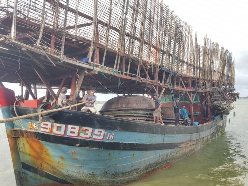 Cứu 33 ngư dân gặp nạn ở Trường Sa - ảnh 1