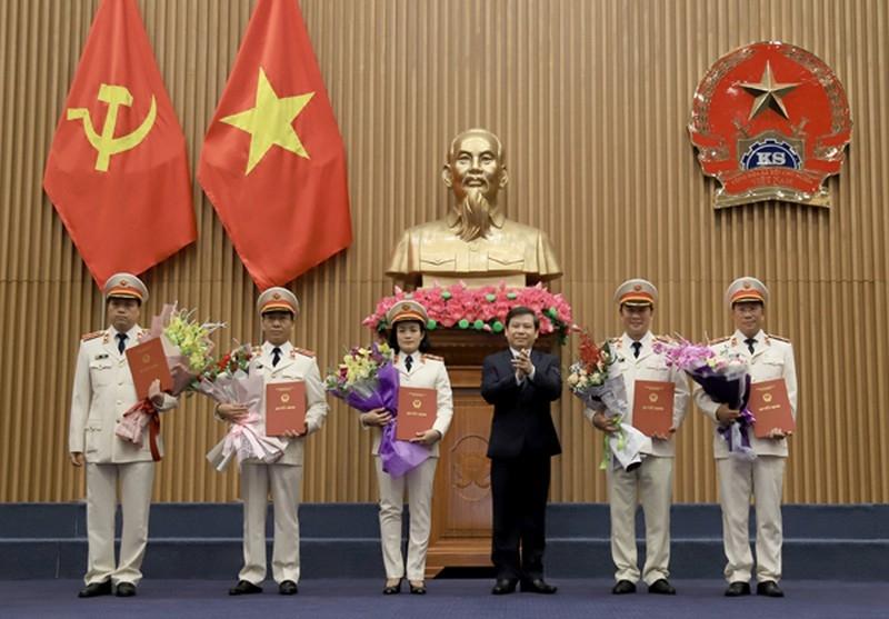 Chủ tịch nước bổ nhiệm 5 kiểm sát viên VKSND Tối cao - ảnh 1