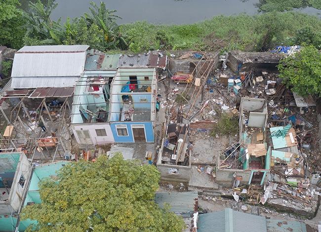 Nhiều hộ dân trên Thượng thành đã tự tháo dỡ nhà cửa. Ảnh: Võ Thạnh
