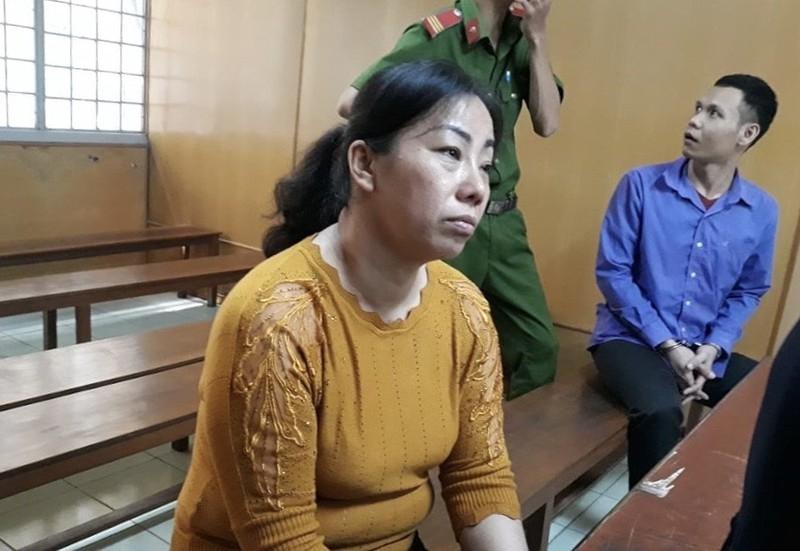 Ép nhân tình trẻ ký giấy nợ, người phụ nữ ra tòa nghẹn ngào - ảnh 1