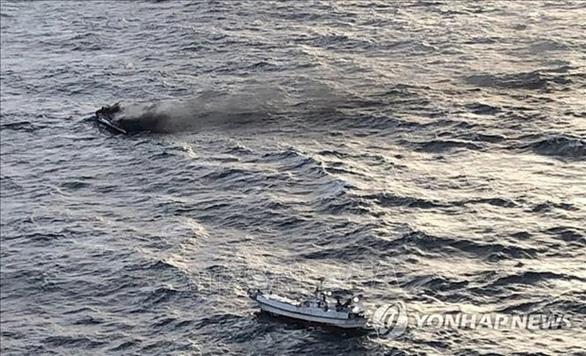 Xác nhận 5 thuyền viên người Việt mất tích sau vụ cháy tàu ở Hàn Quốc - Ảnh 1.