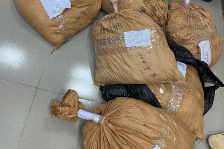 Hơn 250kg thuốc nổ nhà chức trách thu giữ được. Ảnh: Trần Tuấn