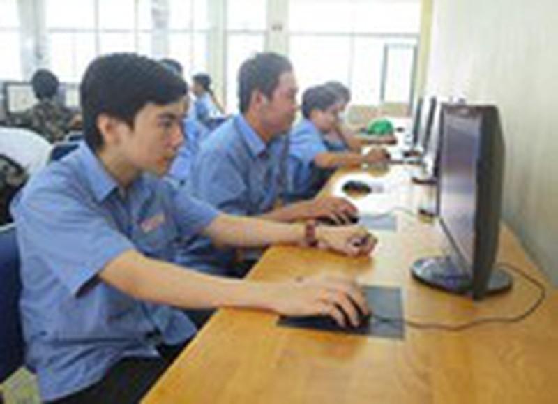 Học sinh, sinh viên học trực tuyến không nên quá 5 giờ/ngày