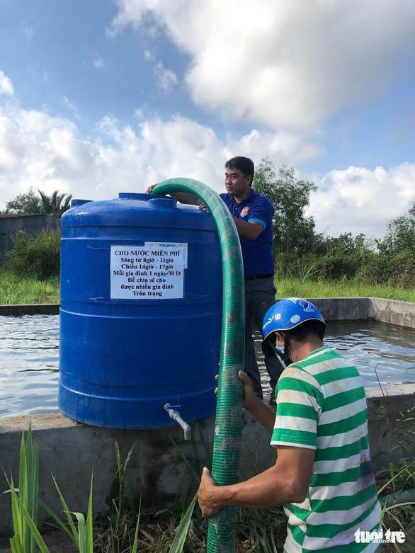 Thêm 150.000 lít nước từ TP.HCM về với bà con vùng hạn mặn - Ảnh 2.