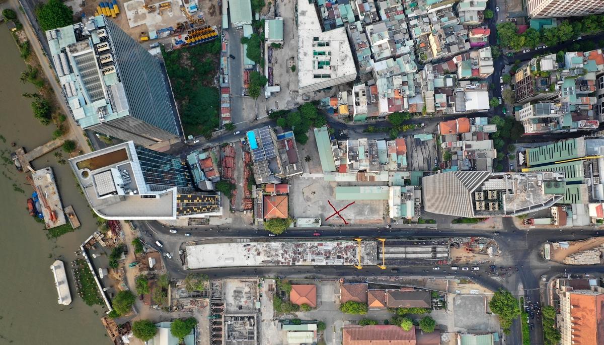 Khu đất quốc phòng số 7-9 đường Tôn Đức Thắng (dấu đỏ) bị rơi vào tay tư nhân trong 49 năm. Ảnh: Hữu Khoa.