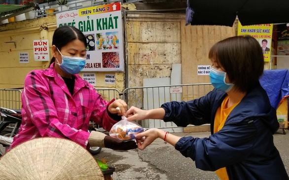 Hà Nội cho hộ nghèo vay 650 tỉ đồng khắc phục thiệt hại - Ảnh 1.