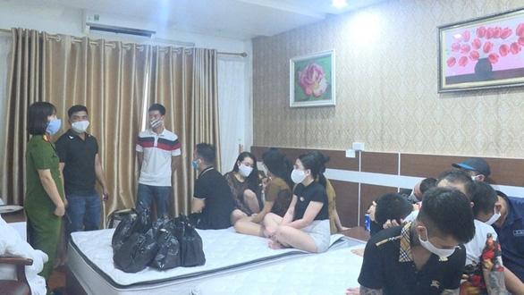 Bắt 2 nhóm nam nữ tụ tập sử dụng ma túy trong khách sạn - Ảnh 1.