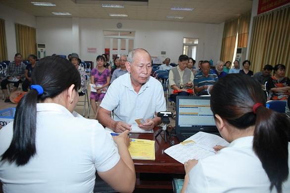 Tạm dừng nhận hồ sơ ủy quyền nhận hộ tiền trợ cấp BHXH một lần - Ảnh 1.
