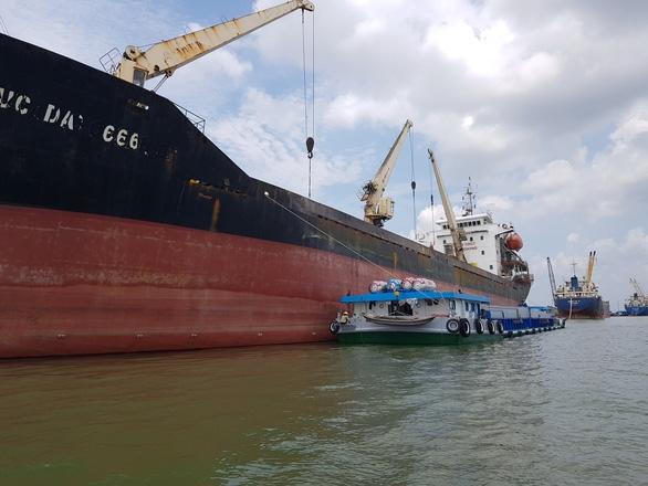 Kiến nghị Thủ tướng cho xuất khẩu các lô gạo đã đưa vào cảng trước ngày 24-3 - Ảnh 1.