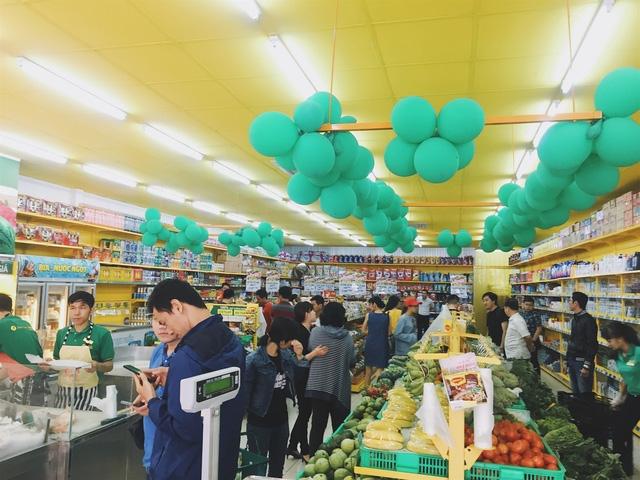 Bách hóa Xanh thu hút đông đảo khách hàng mua sắm dịp Tết này