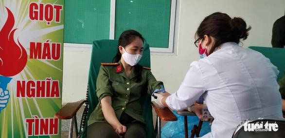 Công an Hà Nội bắt đầu hiến máu trong 10 ngày - Ảnh 1.