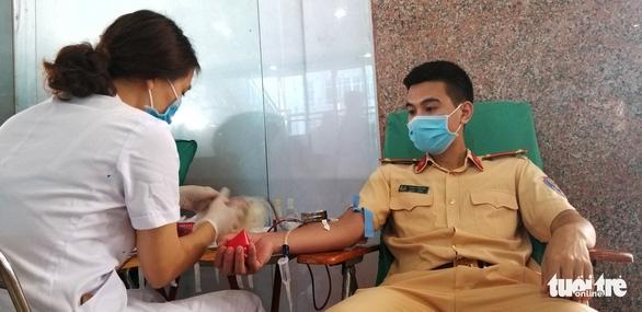 Công an Hà Nội bắt đầu hiến máu trong 10 ngày - Ảnh 5.