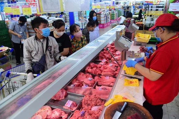 Thủ tướng: Giá thịt heo vẫn tăng, liệu có bị làm giá hay không? - Ảnh 1.