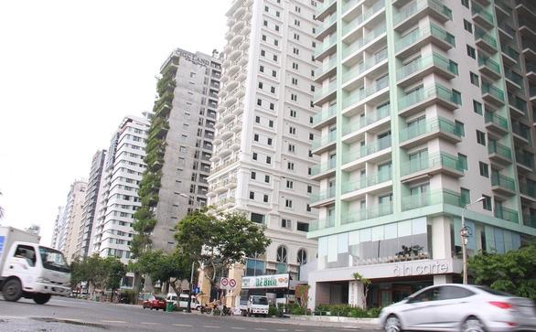 Khách sạn vẫn cửa đóng then cài dù đã được hoạt động trở lại - Ảnh 1.