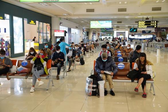 Tăng chuyến bay, tàu hỏa và xe khách liên tỉnh từ ngày 29-4 - Ảnh 1.