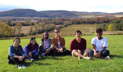 Linh (áo đỏ)và các bạn trong một chuyến dã ngoại tại Colgate. Ảnh: NVCC