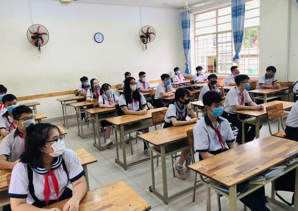 Sở GD-ĐT TP.HCM: Tách lớp là không đảm bảo chuyên môn - Ảnh 1.